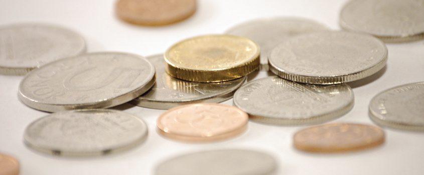 Mynt och ören i en hög