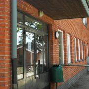 Ingången till Sparreholms bibliotek
