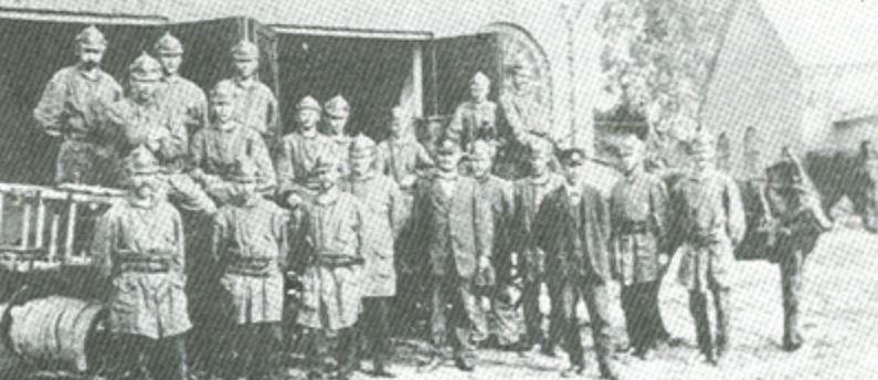 """Flens första bemannade brandkår - 1913, svartvitt foto från häftet """"Flens Brandkår 75 år"""""""