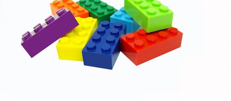 Färgade Lego-bitar i en hög
