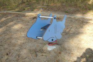 Fjädergunga i form av en haj.
