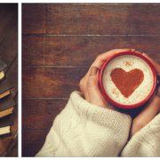 Händer som håller kaffekopp med mönster av hjärta i uppvispad mjölk. Fylld kaffekopp och tre böcker som ligger ovanpå varandra.