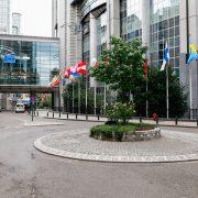 Flaggor utanför Europaparlementet i Bryssel