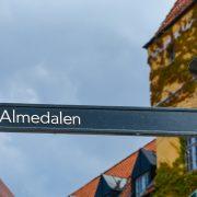 Vägskylt i Visby med texten: Almedalen