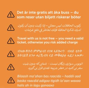 """En skylt med texten: """"Glöm inte att betala för din bussbiljett"""" på olika språk"""